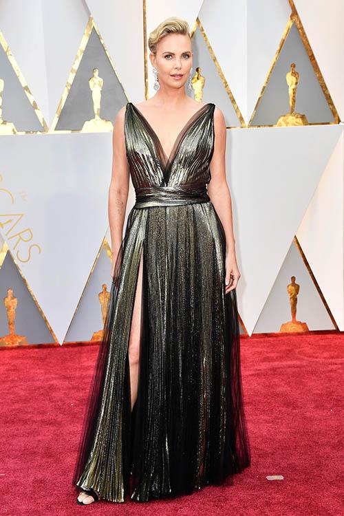 платье вечернее длинное 2020, модели вечерних платьев 2020, вечерние платья 2020, вечерние платья 2020 фото, модные вечерние платья 2020, тенденции вечерних платьев 2020, тренд вечерних платьев 2020, мода на вечерние платья 2020